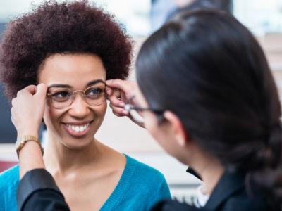 Femme métissé lunettes pas cher opticien à la Réunion